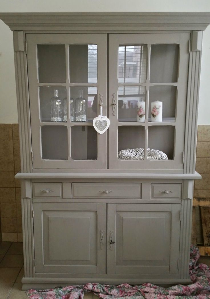Kast gedaan in Annie Sloan French Linen door Tatjana