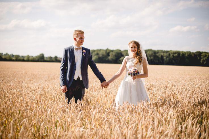 Hochzeitsfotos im Kornfeld)