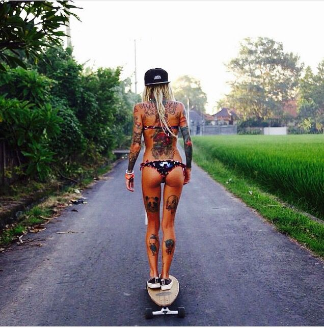 You can never go wrong with a skateboard and tattoos ♀️