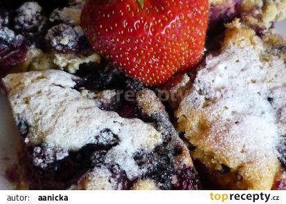 Bleskový kefírový koláč s ovocem recept - TopRecepty.cz
