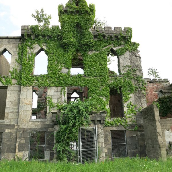 New York City's 11 Most Accessible Ruins: Roosevelt Island Smallpox Hospital