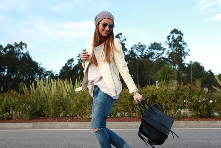 Zara jacket, Vila sweater, Pieces beanie, Celine bag, Bob Sdrunk sunglasses.