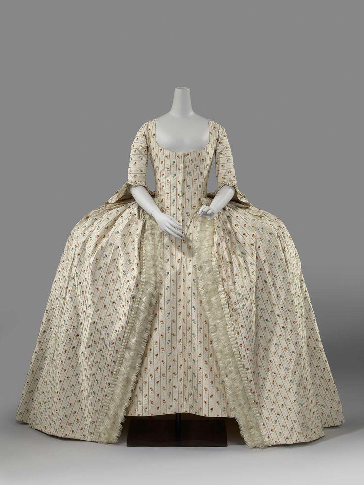 Rok, deels van roomkleurige zijde, deels van crèmekleurige zijde met geborduurde roze strepen en meerkleurige bloemen met witte crèmekleurige strikken., anoniem, , 1780