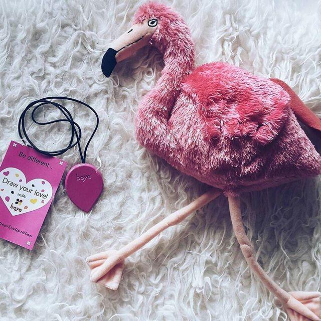 Some like it pink @Regrann from @littlemisstwiggyblog -  Danas smo opet u pink izdanju. I to limited edition.   Hvala @nokoncept i @boyacrayons  . . . . #photooftheday #boya #ihavethisthingwithpink #ihavethisthingwithcolor #pinkflamingo #boyacrayons #flamingo #pink #thinkpink #cutenessoverload #supermame #supermamehr #valentinesday #drawyourlove #lifethroughpinkglasses #crayons #crayonlove #drawing #lovedrawing #heartart