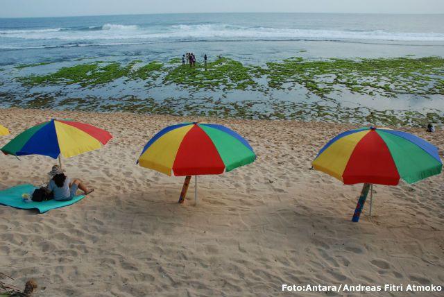 Pok Tunggal beach -  Gunung Kidul Yogyakarta,Central Java #indonesia - bersantai pake gurau disini