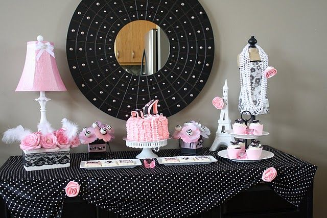 Love the table cloth/pink rose setting.