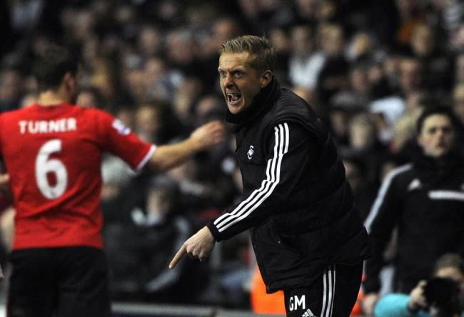 Garry Monk's touch line approach a bit different to Laurup's  #swans