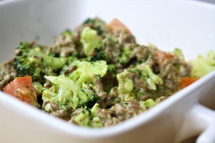 Broccoli en kaas is een geweldige combinatie en daar heeft Maggi slim op ingespeeld met een mix voor een dagschotel met broccoli en kaas, gecombineerd met gehakt. Maar wanneer je naar de lijst met ingrediënten kijkt koop je voornamelijk aardappelzetmeel, bloem en... #food #recept #zonderpakjes