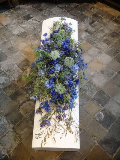 3148. Veldbloemen arrangement ± 150cm