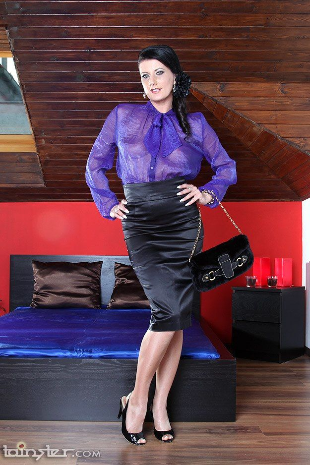 bf8657f2862 Pin by silkyblouses.com on Blouses | Satin bluse, Bluse und rock, Satinseide