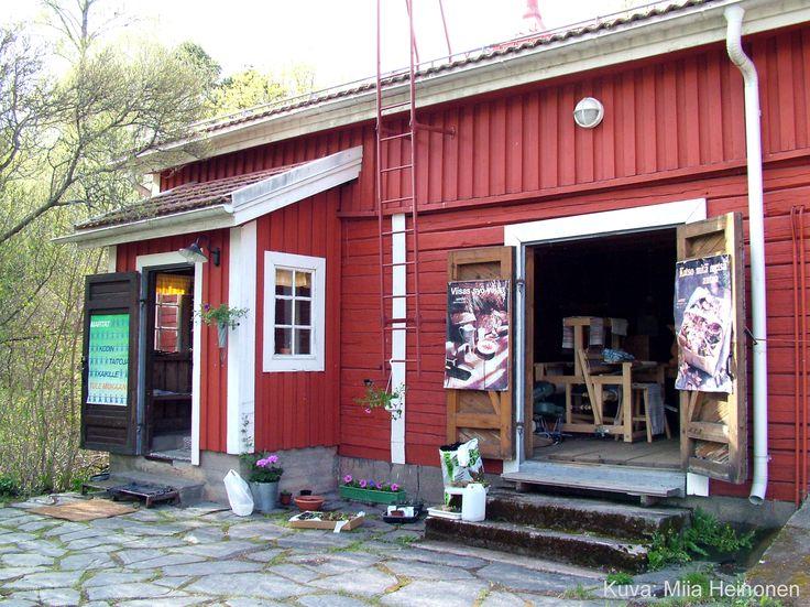 Kaupunginmuseon Marttojen kesäkahvila 'Pesutupa'.