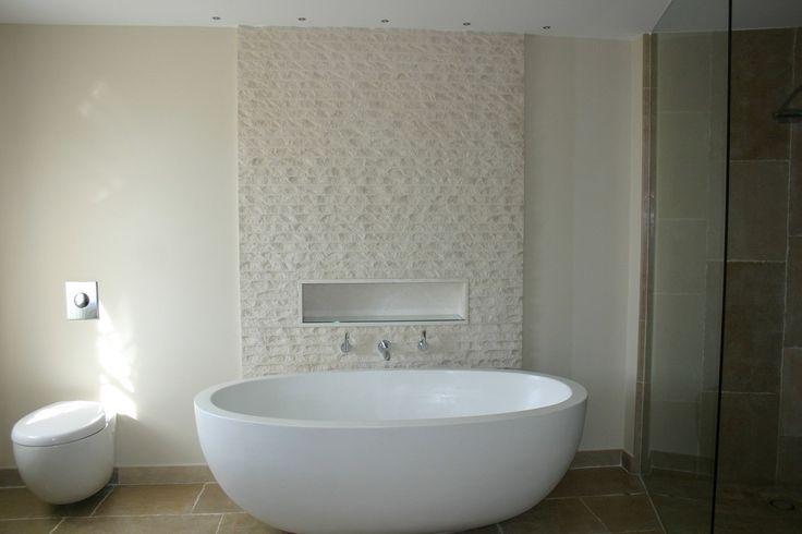 Wanna wolnostojąca, wanna w łazience, biała wanna, elegancka łazienka. Zobacz więcej na https://www.homify.pl/katalogi-inspiracji/12392/nowoczesne-lazienki