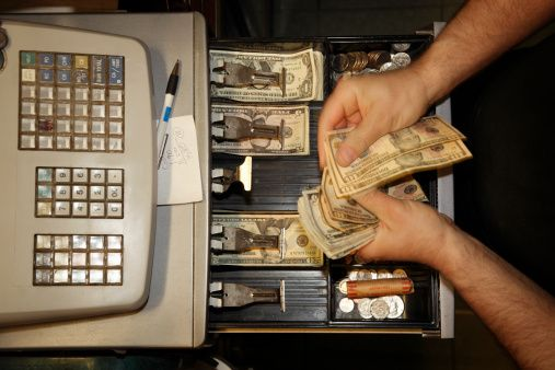 131216888-small-business-owner-counting-money-gettyimages.jpg (507×338)