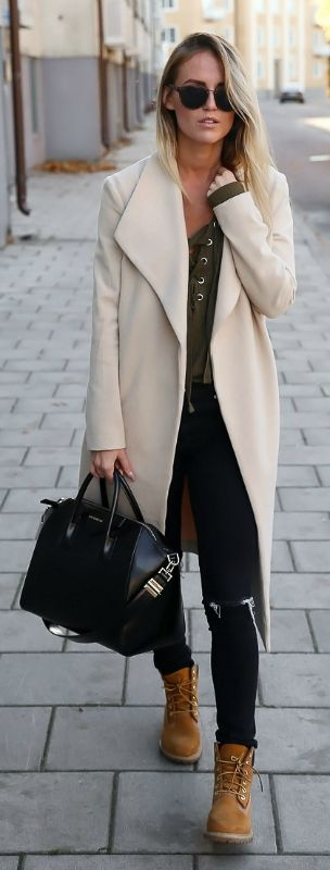 Kristin Sundberg rocks the Timberland trend, looking uber cool in a white coat and black skinny jeans. Top: Gina Tricot, Boots: Timberland, Bag: Givenchy. http://www.justthedesign.com/150-casual-outfits-to-try-for-fall-when-you-have-nothing-to-wear/