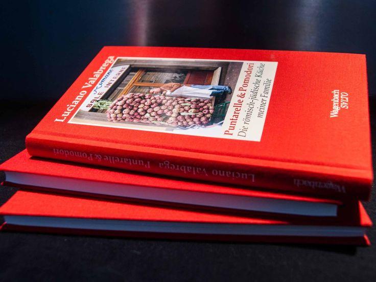 """Ein-, zweimal im Jahr lasse ich mich zu einer Buchrezension überreden. Diesmal zu """"Puntarelle & Pomodori"""" von Luciano Valabrega aus dem Verlag Wagenbach. Aus der Serie schmaler, in rotes Leinen..."""