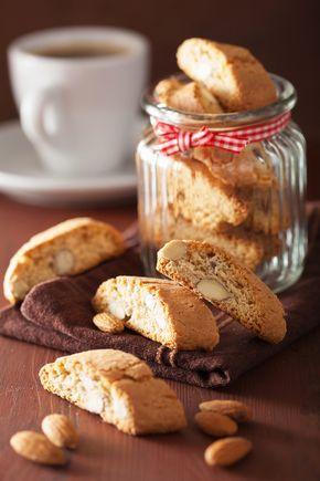 Τα διάσημα ιταλικά, διπλοφουρνιστά μπισκοτάκια ταιριάζουν πολύ με τον καφέ αν και τρώγονται με μεγάλη ευχαρίστηση και μόνα τους.