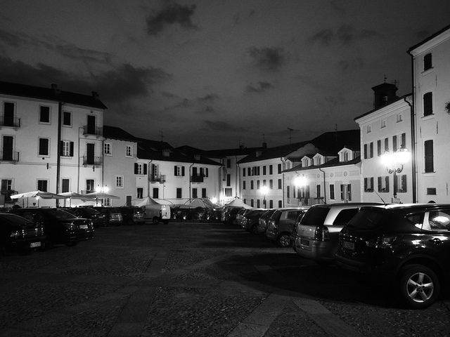 Night at Acqui Terme | Flickr - CC photobeppus