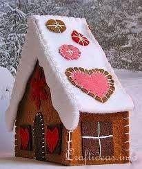 Casita para dulces, el techo no va pegado para poder colocar los dulces. Puede también hacerla con el techo fijo una pequeña salida de chimenea y sin piso para clones en caja.
