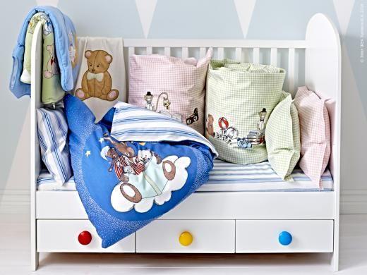 Nytt för de nyaste! GODNATT spjälsäng med NANIG barntextilier som är tillverkade av mjuka naturliga material som bomull och lyocell. I NANIG serien ingår tre olika bäddset, sovpåsar och handdukar.