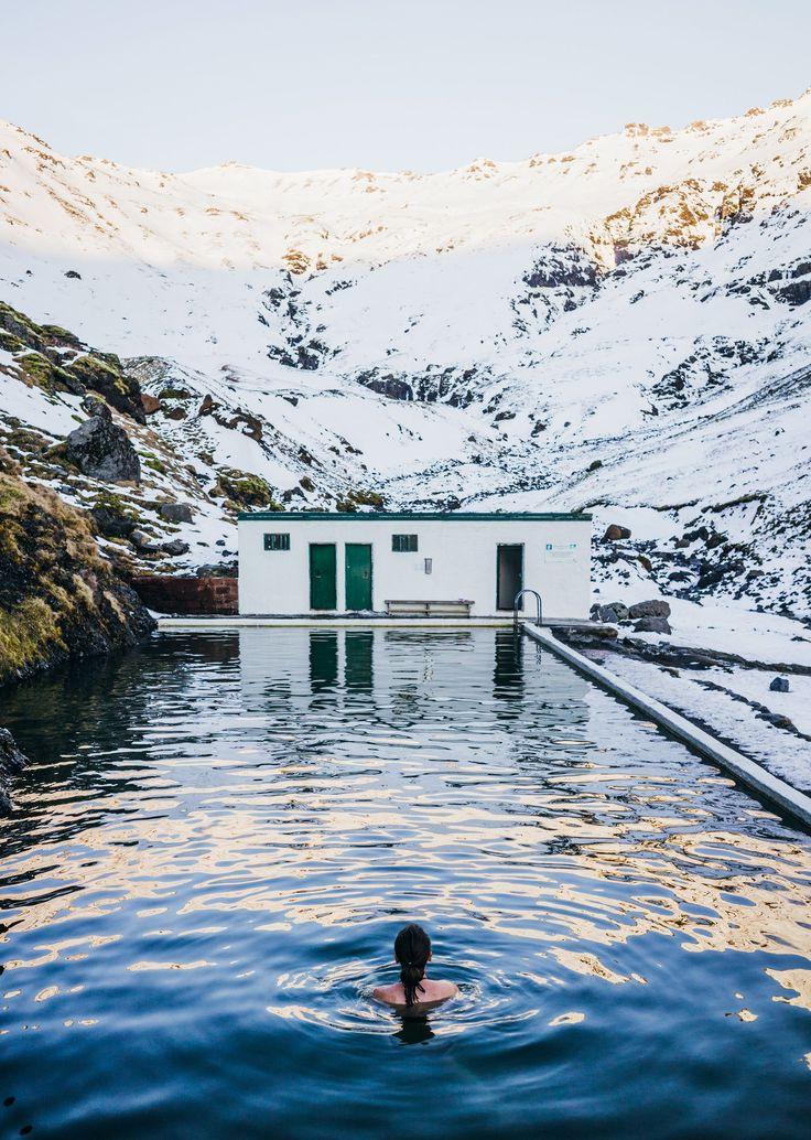 Road trip en Islande en hiver <3 Source Chaude dans les montagnes Seljavallalaug