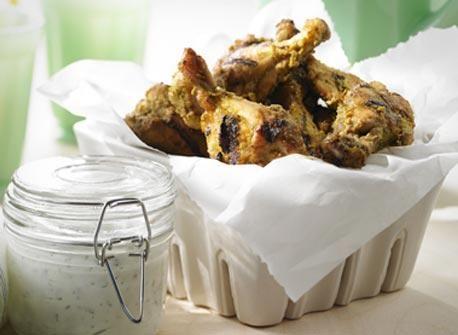 Petits pilons de poulet au barbecue, marinés aux herbes et aux épices