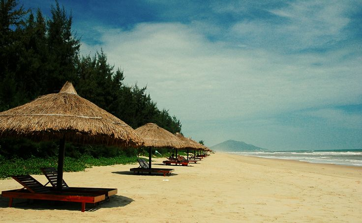 A quiet Lang Co beach in Hue