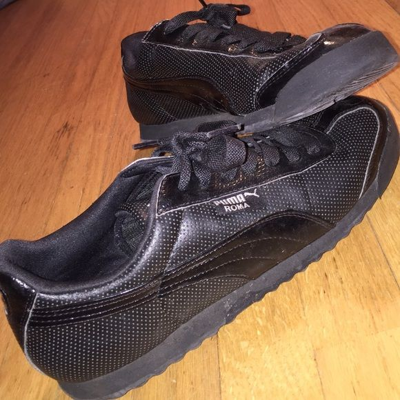 Puma Shoe Mens 10 (I'm a 10.5/11 womens and they fit great!) They were only worn a couple times. Puma Shoes