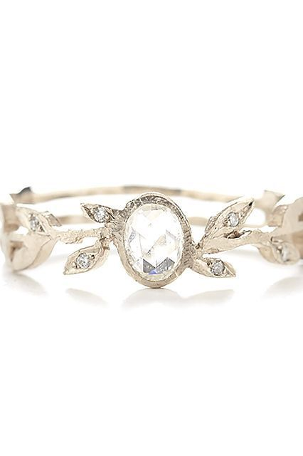 Unique wedding bands that offbeat brides will LOVE