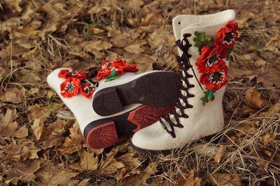 White Female Felt Boots, 100 % Wool, Filzschuhe, Russian Valenki, Red Poppy