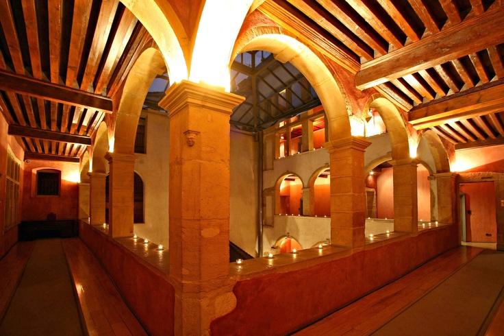 Cour des Loges, Lyon // Mise en lumière - (photo by G. Picout) http://en.courdesloges.com/