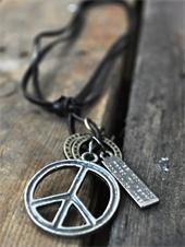 colar masculino hippie