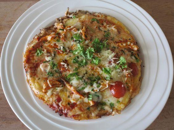 Wow dit is mijn allerlekkerste koolhydraatarme lunch die ik ooit gegeten heb. Ik had nog een aantal ingrediënten over in mijn koelkast. Waaronder een paar plakjes bacon, gegrilde kipfilethaasjes, c…