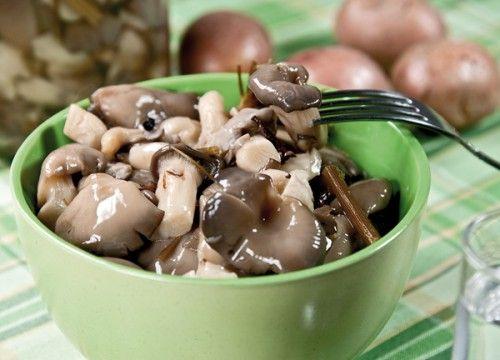 Маринуем грибочки для праздничного стола: шампиньоны и вешенки / Простые рецепты