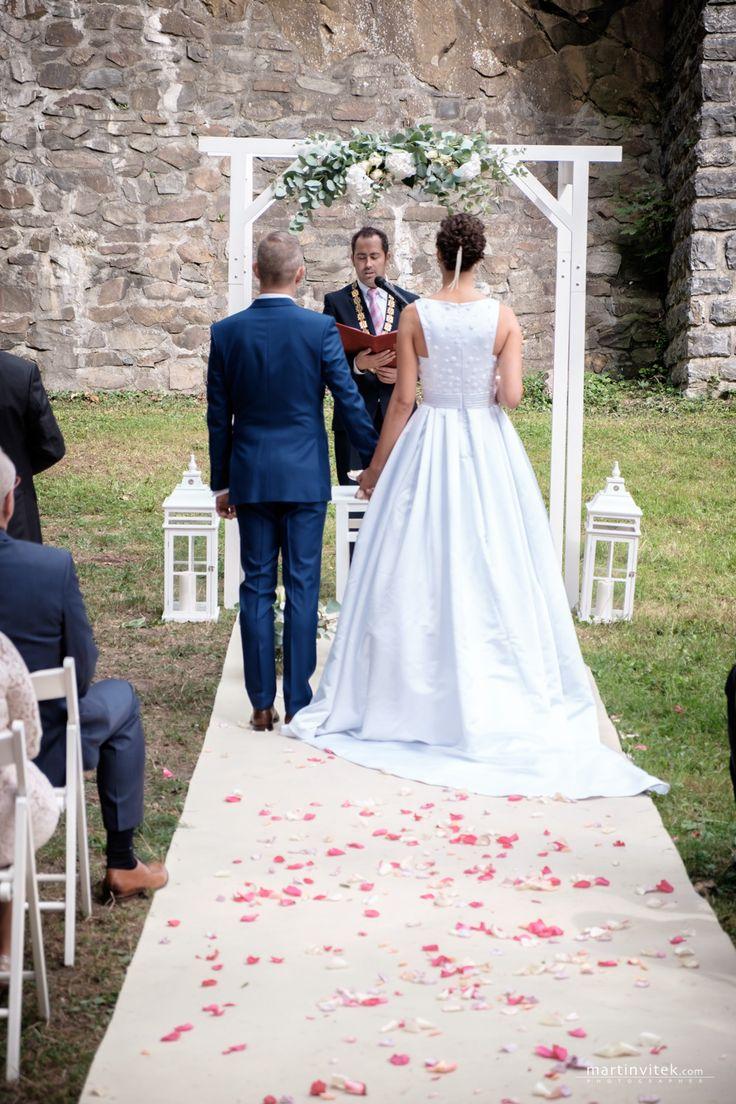 Krásná svatba Markéty a Honzy / Zajištění služeb, příprava a organizace svatby, včetně koordinace svatebního dne. Vybavení svatebního obřadu, svatební výzdobu obřadu a hostiny, dekorace a svatební květiny / Vše svatební agentura Million Bells