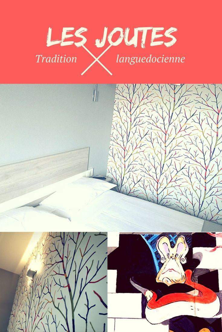 """Idée déco chambre hôtel Grand Cap. Un mur en tapisserie décorative inspirée d'un mouvement STREET ART nommé """"YARN BOMBING"""" ou tricot urbain pour style contemporain. #popart #agde"""