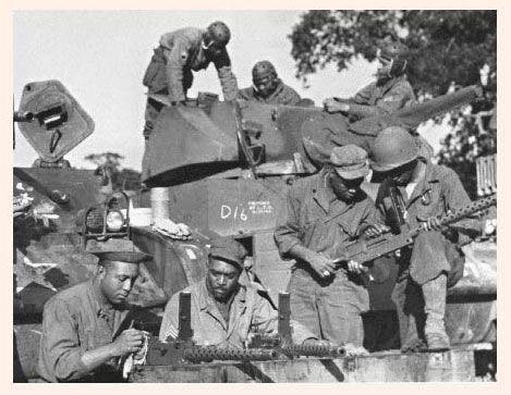 Le bataillon 761e formés au Camp de Hood, au Texas, où ils ont reçu une cote supérieure de la deuxième armée commandant le lieutenant-général Ben Lear. Plus tard dénommé le bataillon de chars de panthère noire, le 761e était attaché à la 26e Division d'infanterie du Corps XII, assignés à l'IIIe armée du général George S. Patton Jr. ; une armée de course déjà vers l'est à travers la France et engagé pour lutter contre le 7 novembre 1944.