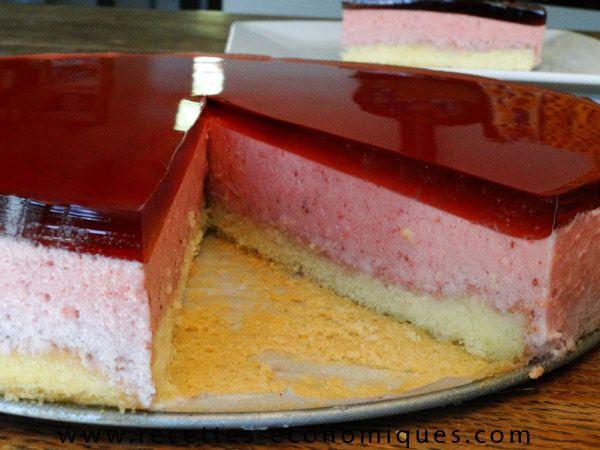 Une super recette de bavarois aux fraises avec le thermomix : facile, joli, coloré et délicieux. Un bavarois aux fraises comme chez le patissier mais économique !!