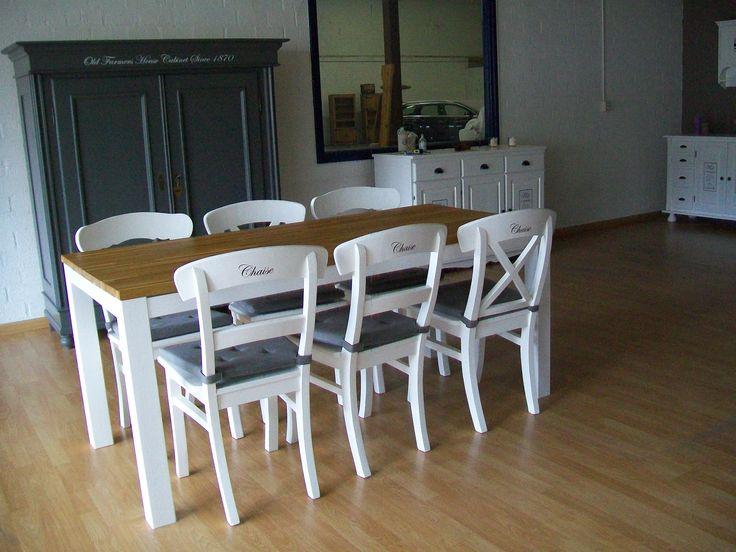 Prachtige eetkamerset. Tafel en stoelen volledig gerestyled. Werkelijk als nieuw. 6 stoelen met 3 verschillende motieven in de achterkant.  Prijs voor de set €350