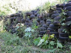 Estágio no Sítio dos Herdeiros: Muro de contenção é construído com pneus usados
