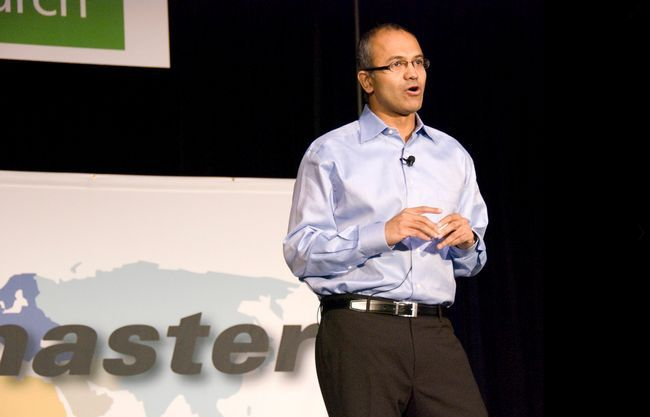 Satya Nadella quiere su gente de confianza, Tony Bates y Tami Reller se alejan de Microsoft