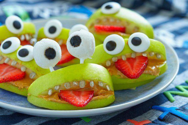 Amarás estas ideas para cuidar la pancita de tus hijos...¿Te animarías a cambiar los cupcakes de chocolate por snacks de frutas? Esta es una muy buena opción para celebrar un cumpleaños infantil y cuidar la alimentación de los chicos. Probá estos 5 canapés saludables para niños. ¡Tus hijos los