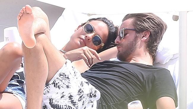 WELCOME TO DEBORA CHIDUME BLOG: SCOT DISICK CAUGHT CHEATING ON KOURTNEY KARDASHIAN...
