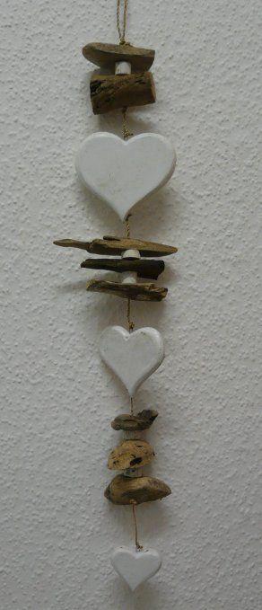 Dekorative Girlande mit Holz HERZEN und Treibholz 70 cm