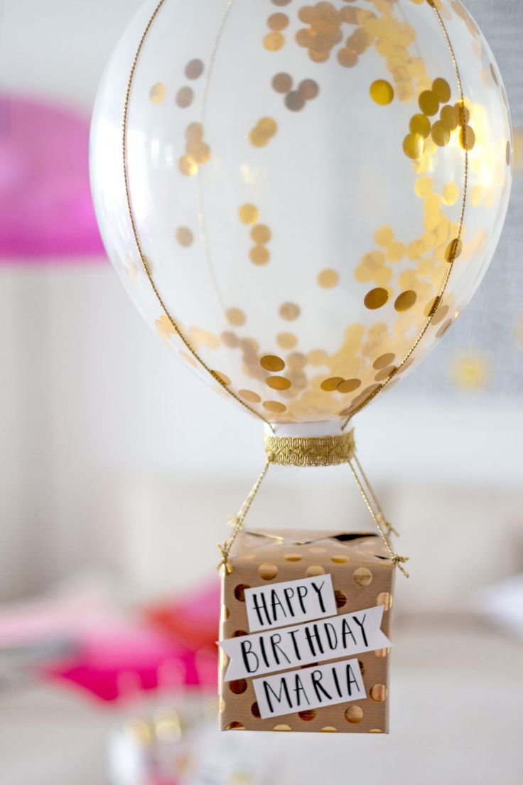 Make gift wrap: Glitter Balloon with gift