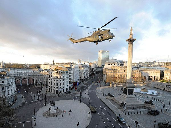 Tom Cruise films helicopter scene in empty Trafalgar Square -  unusual sight!