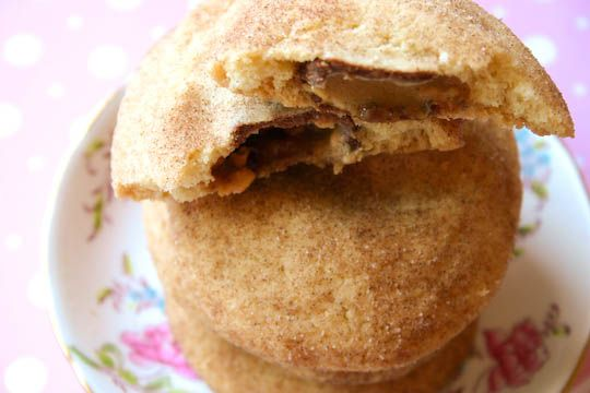 Snickers-Stuffed SnickerdoodlesSweets Eating, Snickers Recipe, Yummy Food, Snickers Snickerdoodles, Snickers Stuffed, Cookies With Snickers, Stuffed Snickerdoodles, Yummy Stuff, Snickers Snickerdoodlefin