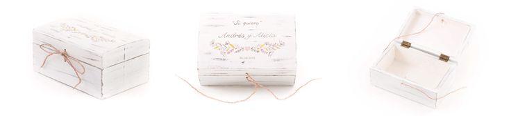 Caja arras Andrés y Alicia. Caja de madera en forma de arca para boda, para llevar las arras a la ceremonia, personalizada, pintada a mano. La pareja Andrés y Alicia, son de Los Navalmorales, Toled…