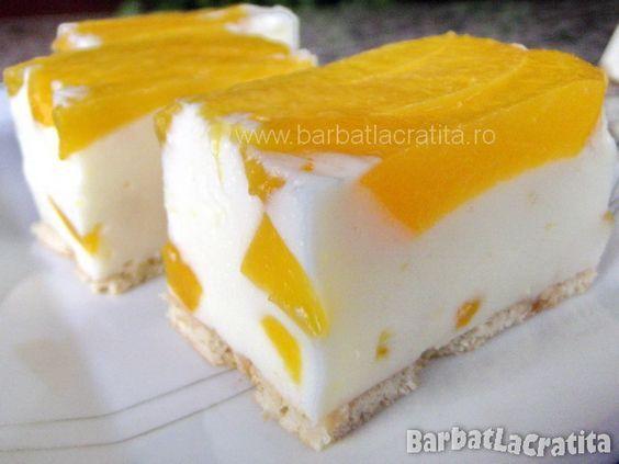 Prajitura cu iaurt, fructe si biscuiti (fara coacere)