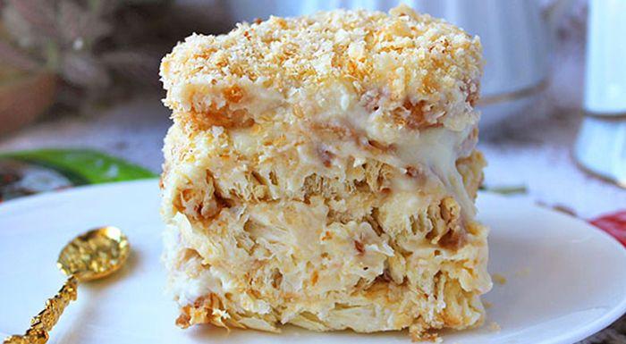 Быстро, а главное вкусно! Многие из нас любят торт «Наполеон», но даже не догадываются, откуда взялось это название. Всё дело в том, что его появление связывают с празднованием 100-летия изгнания Наполеона Бонапарта из России. К этой значимой дате было придумано немало блюд, и одним из них был