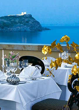 Cape Sounio Luxury Hotel | DINE IN STYLE  Savour Executive Chef Sakis Tzanetos' fusion of international and Greek cuisine with a selection of seven fine restaurants with dramatic views of the sea and the Temple of Poseidon.